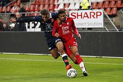 (L-R) Samy Mmaee of MVV Maastricht, Sylla Sow of Jong FC Utrecht during the Jupiler league match between Jong FC Utrecht and MVV Maastricht at the Galgenwaard Stadium on October 20, 2017 in Utrecht, The Netherlands