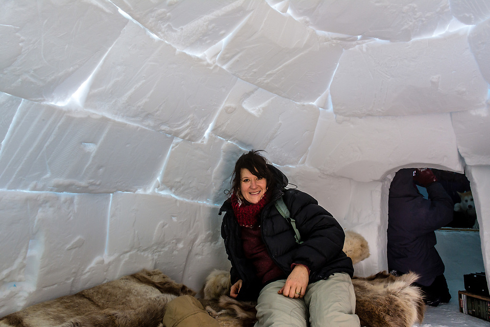 Anne-Marie, inside an igloo! Every spring, they build an igloo with many parts. It remain us how the esquimau use to live 60 years ago.