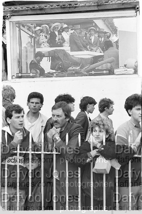 Derby, Epsom. June 1986© Copyright Photograph by Dafydd Jones 66 Stockwell Park Rd. London SW9 0DA Tel 020 7733 0108 www.dafjones.com