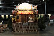 Dutch X-Mas Con is hét popcultuur evenement in Nederland, met een vleugje kerst! Tijdens deze editie zal Dutch X-Mas Con veel aandacht besteden aan cosplay, naast de gebruikelijke activiteiten zoals beroemde guests, tekenaars, dealers en nog veel meer.<br /> <br /> Op de foto:  Beursvloer in kerst