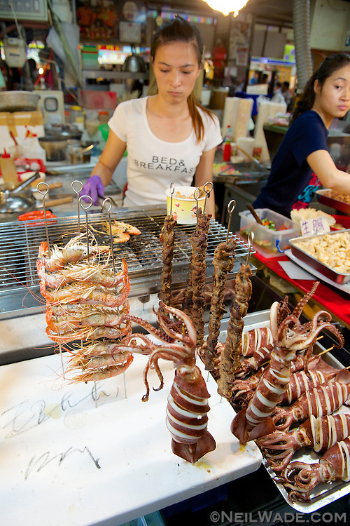 Being a island nation, seafood such as prawns, squid and octopus are popular dishes at night markets across Taiwan.
