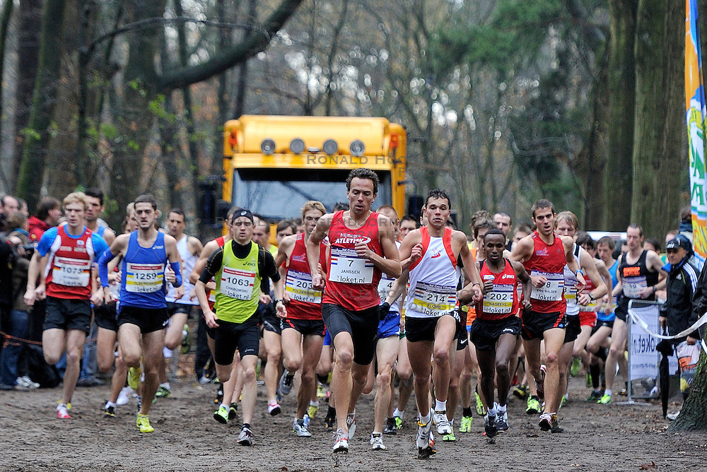 27-11-2011 ATLETIEK: NK CROSS 53e WARANDELOOP: TILBURG<br /> Start cross mannen met Guus Janssen (7), Abdi Nageeye (U23) AA Drink<br /> ©2011-FotoHoogendoorn.nl