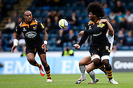 London Wasps' Ashley Johnson offloads toLondon Wasps' Sailosi Tagicakibau's for his try - Rugby Union - 2014 / 2015 Aviva Premiership - Wasps vs. Bath - Adams Park Stadium - London - 11/10/2014 - Pic Charlie Forgham-Bailey/Sportimage