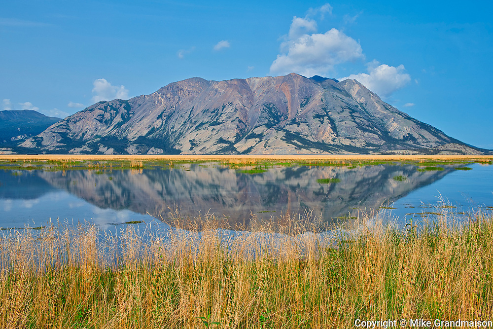 Kluane Lake. Ruby Range Mountains<br />