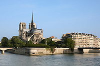 notre dame de paris in the beautiful city of paris france