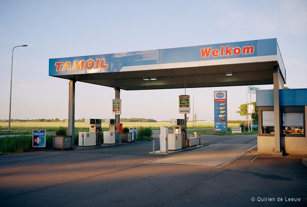 Benzinestation in het plaatje Benthuizen, provincie Zuid Holland
