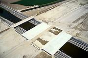 Nederland, Haarlemmermeer, Hoofdvaart, 17-05-2002; de (toekomstige) nieuwe start- en landingsbaan van Schiphol (vijfde baan) ligt op grote afstand van de terminal, daarom moet er een taxi- of rollerbaan aangelegd worden, inclusief een dubbel viaduct over de vaart (met weg voor dienstverkeer); infrastructuur, bouwen, planologie ruimtelijke ordening;<br /> luchtfoto (toeslag), aerial photo (additional fee)<br /> foto /photo Siebe Swart