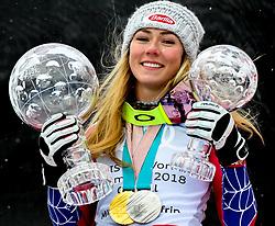 18.03.2018, Aare, SWE, FIS Weltcup Ski Alpin, Finale, Aare, Gesamt Weltcup, Damen, Siegerehrung, im Bild Mikaela Shiffrin (USA, Riesenslalom Weltcup 3. Platz, Slalom Weltcup und Gesamt Weltcup 1. Platz) // Mikaela Shiffrin (USA Riesenslalom Weltcup 3. Platz Slalom Weltcup und Gesamt Weltcup 1. Platz) during the allover winner Ceremony for the ladie's Worlcup of FIS Ski Alpine World Cup finals in Aare, Sweden on 2018/03/18. EXPA Pictures © 2018, PhotoCredit: EXPA/ Erich Spiess