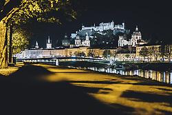 09.04.2020, Salzburg, AUT, Coronavirus in Österreich, im Bild Blick auf die Salzach mit der Altstadt und der Festung Festung Hohensalzburg während der Coronavirus Pandemie // the Salzach River with the old town and the fortress Hohensalzburg during the World Wide Coronavirus Pandemic in Salzburg, Austria on 2020/04/09. EXPA Pictures © 2020, PhotoCredit: EXPA/ JFK