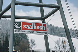 31.03.2020, Saalbach Hinterglemm, AUT, Coronaviruskrise, tägliches Leben mit dem Coronavirus, im Bild das Logo der Bergbahnen Saalbach Hinterglemm Leogang Fieberbrunn an der Brücke des Schattberg X-Press. Mit 01.04.2020, 00.00 Uhr wird die Pinzgauer Gemeinde Saalbach Hinterglemm unter Quarantäne gestellt // the logo of the cable cars Saalbach Hinterglemm Leogang Fieberbrunn at the bridge of the Schattberg X-Press. The Austrian government is pursuing aggressive measures in an effort to slow the ongoing spread of the coronavirus, Saalbach Hinterglemm, Austria on 2020/03/31. EXPA Pictures © 2020, PhotoCredit: EXPA/ Stefanie Oberhauser