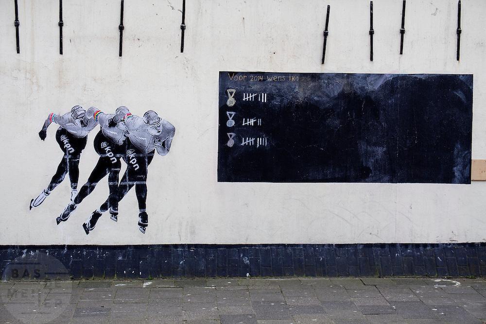 In Utrecht is met een muurschildering aangegeven hoeveel medailles de Nederlandse schaatsers hebben behaald bij de Olympische winterspelen in Sotsji.<br /> <br /> In Utrecht a wall painting indicates the medals achieved by the Dutch speed skaters at the Olympic Wintergames in Sochi.