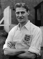 Fotball<br /> England<br /> Foto: Colorsport/Digitalsport<br /> NORWAY ONLY<br /> <br /> JIMMY DICKINSON -ENGLAND 1951/52 V IRELAND.