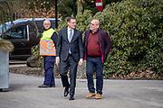 Uitvaart Mies Bouwman in een crematorium in Leusden.<br /> <br /> Op de foto:  Paul de Leeuw en Albert Verlinden