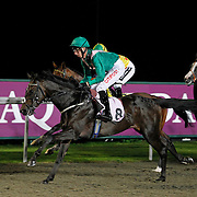 Runninglikethewind and George Baker winning the 9.00 race