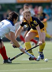 15-05-2005 HOCKEY: DEN BOSCH - HIGHTOWN: EUROPACUP 1: DEN BOSCH<br /> Den Bosch heeft vandaag de finale bereikt van het toernooi om de Europa Cup voor landskampioenen. De Brabantse ploeg deed dat met overmacht: 7-1 tegen het Engelse Hightown / Willemijn Peters scoort de 2-0<br /> ©2005-WWW.FOTOHOOGENDOORN.NL