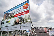 Nederland, Overasselt, 29-7-2018Aankondiging op een bord van de bouw van nieuwe huizen, koophuizen, in het dorp . Gemeente Heumen . Bouw gestart, verkoop gestart . FOTO: FLIP FRANSSEN