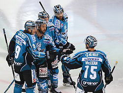 24.11.2016, Albert Schultz Halle, Wien, AUT, EBEL, UPC Vienna Capitals vs EHC Liwest Black Wings Linz, 22. Runde, im Bild Torjubel Brian Lebler (EHC Liwest Black Wings Linz), Sebastien Piche (EHC Liwest Black Wings Linz), Marc Andre Dorion (EHC Liwest Black Wings Linz), Dan Dasilva (EHC Liwest Black Wings Linz) und Brett McLean (EHC Liwest Black Wings Linz) // during the Erste Bank Icehockey League 22nd Round match between UPC Vienna Capitals and EHC Liwest Black Wings Linz at the Albert Schultz Ice Arena, Vienna, Austria on 2016/11/24. EXPA Pictures © 2016, PhotoCredit: EXPA/ Thomas Haumer