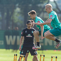 15.09.2020, Trainingsgelaende am wohninvest WESERSTADION - Platz 12, Bremen, GER, 1.FBL, Werder Bremen Training<br /> <br /> Aufwaermtraining / Dehnuebung / Springuebung<br /> <br /> Romano Schmid (Werder Bremen 20)<br /> Julian Rieckmann (Werder Bremen II #33)<br /> <br /> Foto © nordphoto / Kokenge