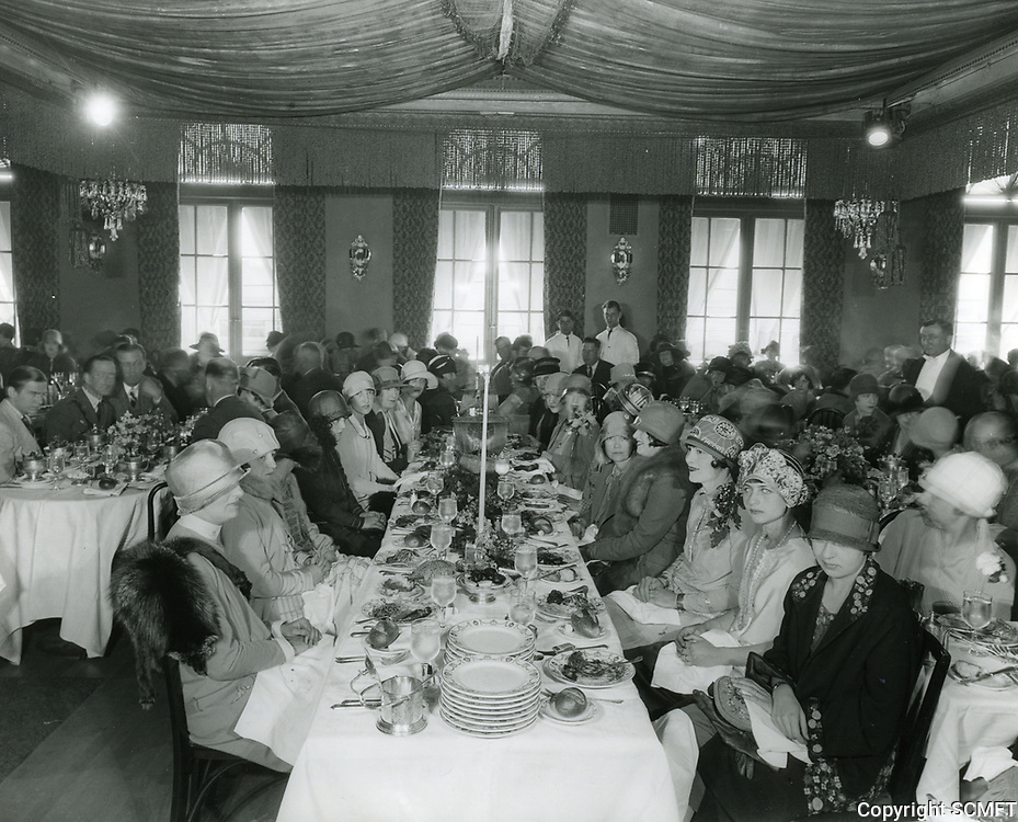 1926 Ladies Luncheon At Cafe Montmartre