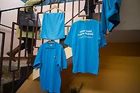 DEU, Deutschland, Germany, Klipphausen, Groitzsch, 28.01.2017: AfD-Merchandise, T-Shirts mit AfD-Logo an einem Verkaufsstand beim Landesparteitag des sächsischen Landesverbands der Partei Alternative für Deutschland (AfD) in der Gaststätte Groitzscher Hof.