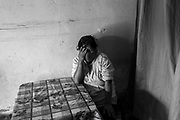 P.F. (58), paciente con tuberculosis multidrogorresistente (TB-MDR) y diabetes. Está en tratamiento desde agosto del 2019 y debe tomar cada día toma 11 pastillas y ponerse una inyección. Debido a la pandemia y al miedo de contagiarse de la COVID-19 ha dejado de salir a la calle, y por lo tanto, de acceder a su tratamiento. Su cuñado falleció por el nuevo virus en Ayacucho en julio de 2020, cinco de sus vecinos de San Juan de Lurigancho, en Lima (Perú), murieron por esta enfermedad, y dos de sus sobrinos también se contagiaron. 31 de julio de 2020.