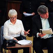 Brenda Bufalino (Vera) and Frank Hankey (Giorgi)
