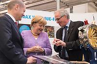"""19 SEP 2012, HAMBURG/GERMANY:<br /> Olaf Scholz, Erster Bürgermeister Hamburg, Angela Merkel, Bundeskanzlerin, und Helmut Dosch, Vorsitzender DESY-Direktorium, (v.L.n.R.), besichtigen die PETRA III Experimentierhalle, Max von Laue-Fest """"Vorstoß in den Nanokosmos - Von Max Laue zu PETRA III"""" mit Taufakt der PETRA III-Experimentierhalle """"Max von Laue"""", mit Deutsches-Elektronen-Synchrotron, DESY<br /> IMAGE: 20120919-01-064"""