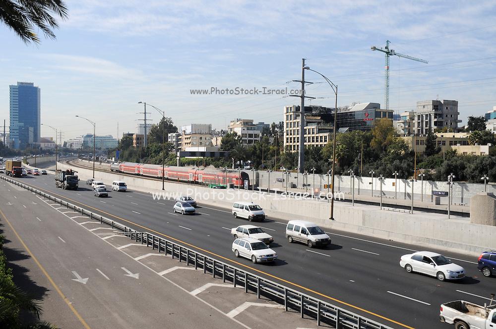 Israel, Tel Aviv, Ayalon highway runs from north to south through Tel Aviv
