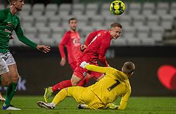 Jeppe Kjær (FC Helsingør) vipper bolden i mål over Patrik Gunnarsson (Viborg FF), men målet annulleres for offside, under kampen i 1. Division mellem Viborg FF og FC Helsingør den 30. oktober 2020 på Energi Viborg Arena (Foto: Claus Birch).