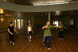 A dança israeli contemporânea é uma mistura de várias culturas e povos que colonizaram a Palestina, e depois Israel: a Europa Oriental, Yemen e os países árabes. Muitas danças originais que foram coreografadas pelos novos imigrantes incorporaram movimentos que refletiam o trabalho e esforço dessa colonização: cavar, construir, irrigar, e movimentos do dia a dia dos trabalhadores. FOTO: Lucas uebel/Preview.com