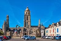 France, Loire-Atlantique (44), Batz-sur-Mer, , clocher de l'église Saint Guénolé et les ruines de la chapelle du Mûrier // France, Loire-Atlantique, Batz-sur-Mer, Saint Guénolé church and remain of Mûrier chapel