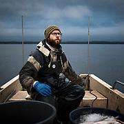 Lauri Mustalahti toimii kaupallisena kalastajana Tampereen Pyhäjärvellä.