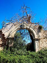 Resti di vecchie masserie nella campagne di Carpignano, Lecce.