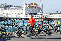 September 30, 2018 - Brighton, East Sussex, United Kingdom - Brighton, UK. Members of the public take advantage of the sunshine on Sunday morning to spend some time on the beach in Brighton and Hove. (Credit Image: © Hugo Michiels/London News Pictures via ZUMA Wire)