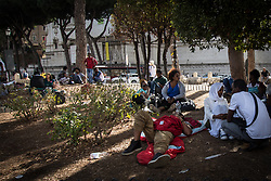 September 4, 2017 - Rome, Italy, Italy - Refugees in Piazza Venezia, Rome, on September 4, 2017.  The police evicted the tent camp of refugees in Piazza Venezia, where they had set up a camp with tents after the violent eviction of Piazza Indipendenza, on September 4, 2017 in Rome, Italy. Refugees violently evicted by the police on 19 August from the Palace of Independence Square are sleeping in the streets in Rome without any solution from the institutions. (Credit Image: © Andrea Ronchini/NurPhoto via ZUMA Press)