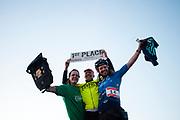 De winnende heren van de race. In Nieuwegein wordt het NK Fietskoerieren gehouden. Fietskoeriers uit Nederland strijden om de titel door op een parcours het snelst zoveel mogelijk stempels te halen en lading weg te brengen. Daarbij moeten ze een slimme route kiezen.<br /> <br /> The male winners of the races. In Nieuwegein bike messengers battle for the Open Dutch Bicycle Messenger Championship.