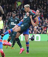 Football - 2019 / 2020 Premier League - Crystal Palace vs. Newcastle United<br /> <br /> Joelinton of Newcastle is grappled by Scott Dann, at Selhurst Park.<br /> <br /> COLORSPORT/ANDREW COWIE