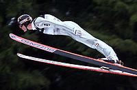 Hopp, 01.12.2001 Titisee-Neustadt, Deutschland,<br />Der Østerreicher Andreas Widhølzl am Samstag (01.12.2001) beim Weltcup Skispringen in Titisee-Neustadt, Schwarzwald.<br />Foto: ÊJAN PITMAN/Digitalsport