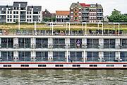 Nederland, Nijmegen, 29-7-2018 Passagiersboot van een rijncruise vaart opde Waal, Rijn. Passagiers op het dek en in hun hut. Foto: Flip Franssen