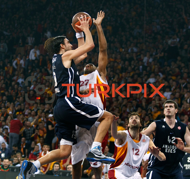 Anadolu Efes's Sasha Vujacıc (L) during their Euroleague Top 16 basketball match Galatasaray MP between Anadolu Efes at the Abdi Ipekci Arena in Istanbul at Turkey on Wednesday, February, 22, 2012. Photo by TURKPIX