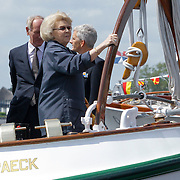 NLD/Loosdrecht/20120623 - Koningin Beatrix bezoekt vlootschouw nij het 100 jarig bestaan van watersportvereniging WNL  , koningin Beatrix op de Groene Draeck