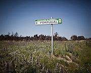 Spain - Oimbra<br /> Indicative sign of the portuguese border<br /> <br /> <br /> Espanha - Oimbra. <br /> Placa indicativa da fronteira com Portugal.