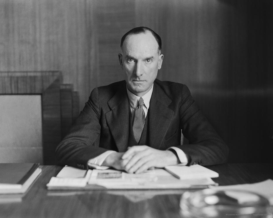 Captain Geoffrey de Havilland, De Havilland Aircraft Factory, England, 1935