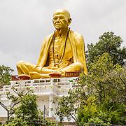 THA/Bangkok/20160729 - Vakantie Thailand 2016 Bangkok, Gouden zittende buddha langs de snelweg