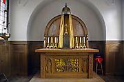 Nederland, Nijmegen, 19-2-2013Interieur van een kapel. De panelen boven het houten altaar zijn gemaakt door kunstenaar Jan Toorop.Foto: Flip Franssen