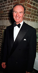 Actor TIM PIGOTT-SMITH at a gala evening in London on 6th October 1999.MXH 31