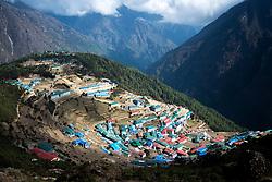 """THEMENBILD - Namche Bazaar. Wanderung im Sagarmatha National Park in Nepal, in dem sich auch sein Namensgeber, der Mount Everest, befinden. In Nepali heißt der Everest Sagarmatha, was übersetzt """"Stirn des Himmels"""" bedeutet. Die Wanderung führte von Lukla über Namche Bazar und Gokyo bis ins Everest Base Camp und zum Gipfel des 6189m hohen Island Peak. Aufgenommen am 09.05.2018 in Nepal // Trekkingtour in the Sagarmatha National Park. Nepal on 2018/05/09. EXPA Pictures © 2018, PhotoCredit: EXPA/ Michael Gruber"""