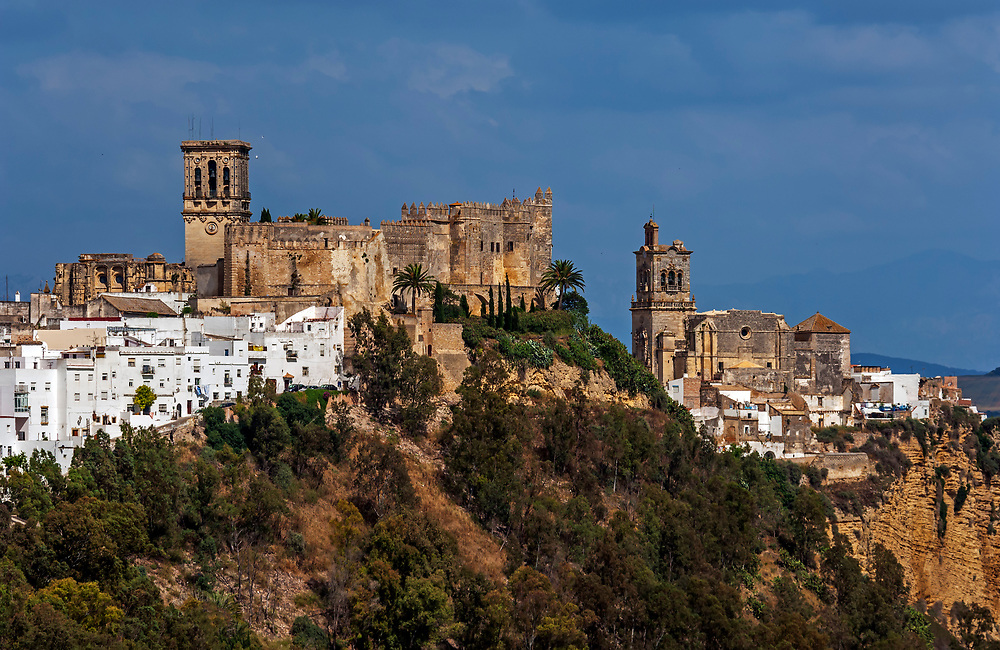 The churches of Arcos de la Frontera on the crest of the bluff, Pueblos Blancos, Andalucia