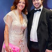 NLD/Amsterdam/20181022 - Inloop premiere Evita, Paula Patricio en zoon Miro Temming