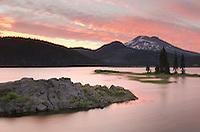 Sparks Lake at sunset, Deshutes National Forest, Oregon Cascades